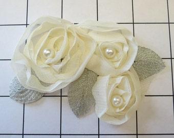 "Cream & Silver Shabby Flower Fabric Applique 4 ""by 3"" (J-D)"
