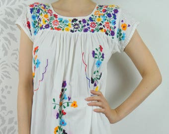 VINTAGE EMBROIDERED DRESS 1960s Cotton Sun Dress Flowers Size Medium