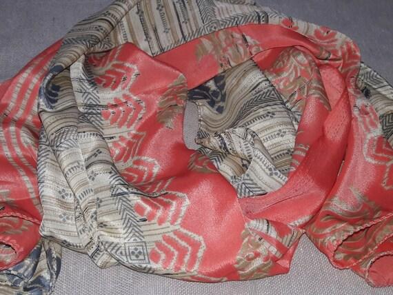 9b900c095a0d Longue écharpe indienne Sari de soie foulard Beige et corail Echarpe mangue  Motifs LSF2