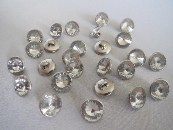 12mm shank on back per 5 buttons Black /& silver trimmed Diamante flower buttons