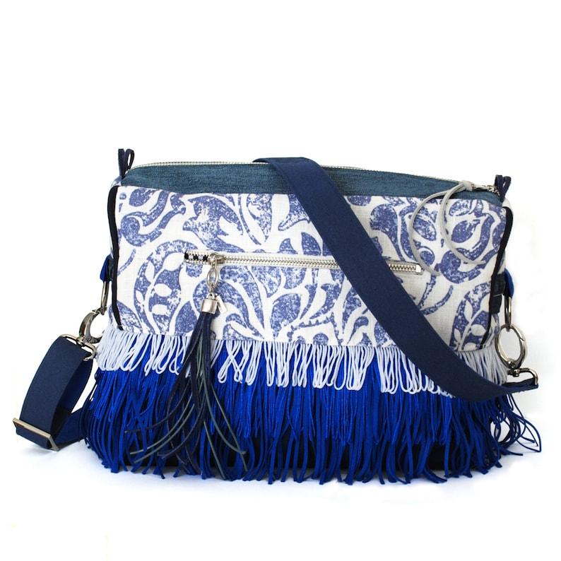 6f4645323eb Blauw witte tas met franje boho chic schoudertas one of a   Etsy