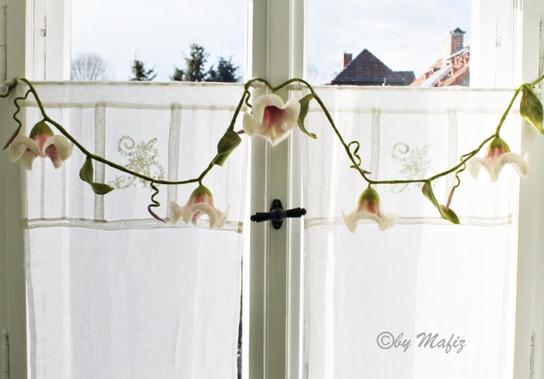 window or party country style dark green felt garland in white and pink very noble decoration for the apartment Shabby style