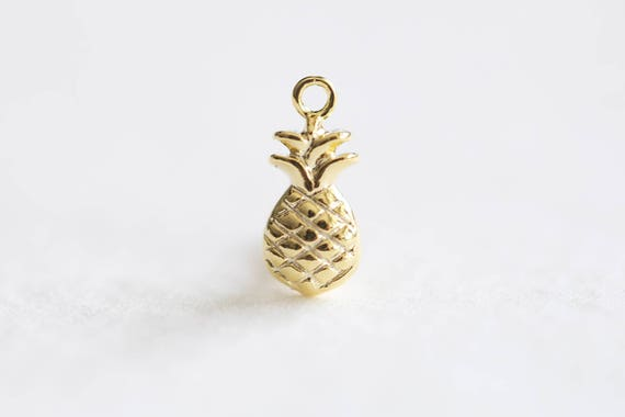 10 Pineapple charms bright gold tone GC532