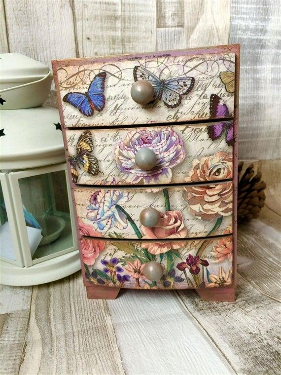 Shabby chic mini cassettiera farfalle rose vintage etsy for Regalo cassettiera