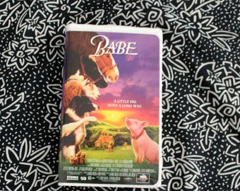 Babe VHS Tape. Cult Classic 80s 90s Kid Nostalgia Talking Animal Movie. Babe Clamshell VHS Movie. Kids Classic Babe Pig VHS