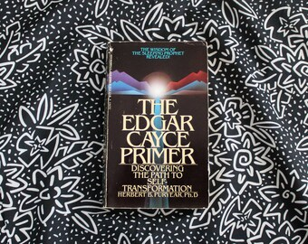 The Edgar Cayce Primer. 1986 Vintage Paperback. Metaphysical, New Age, Occult, Esoteric Book. Personal Growth Self Help Hippie Book.