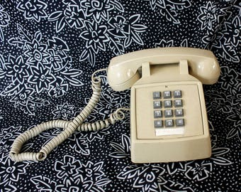 Vintage Working Touchtone Home Telephone. Retro 70s or 80s Cream Or Beige Cortelco Touchtone Home Phone. 70s 80s Home Decor