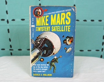 Mike Mars And The Mystery Satellite By Donald Wollheim. Vintage 1966 First Paperback Edition Book. Mid Century Sci Fi Book. Science Fiction