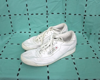 c5a67d2ac22 Vintage White Reebok Classic Sneakers. Rare Retro 90s White Size 8.5 Womens  Running Sneakers. Low Top Reebok90s Hip Hop Streetwear Shoes.