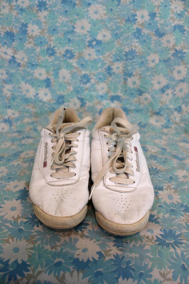 03f055937a4 Vintage White Reebok Sneakers. Rare Retro 90s White Size 7