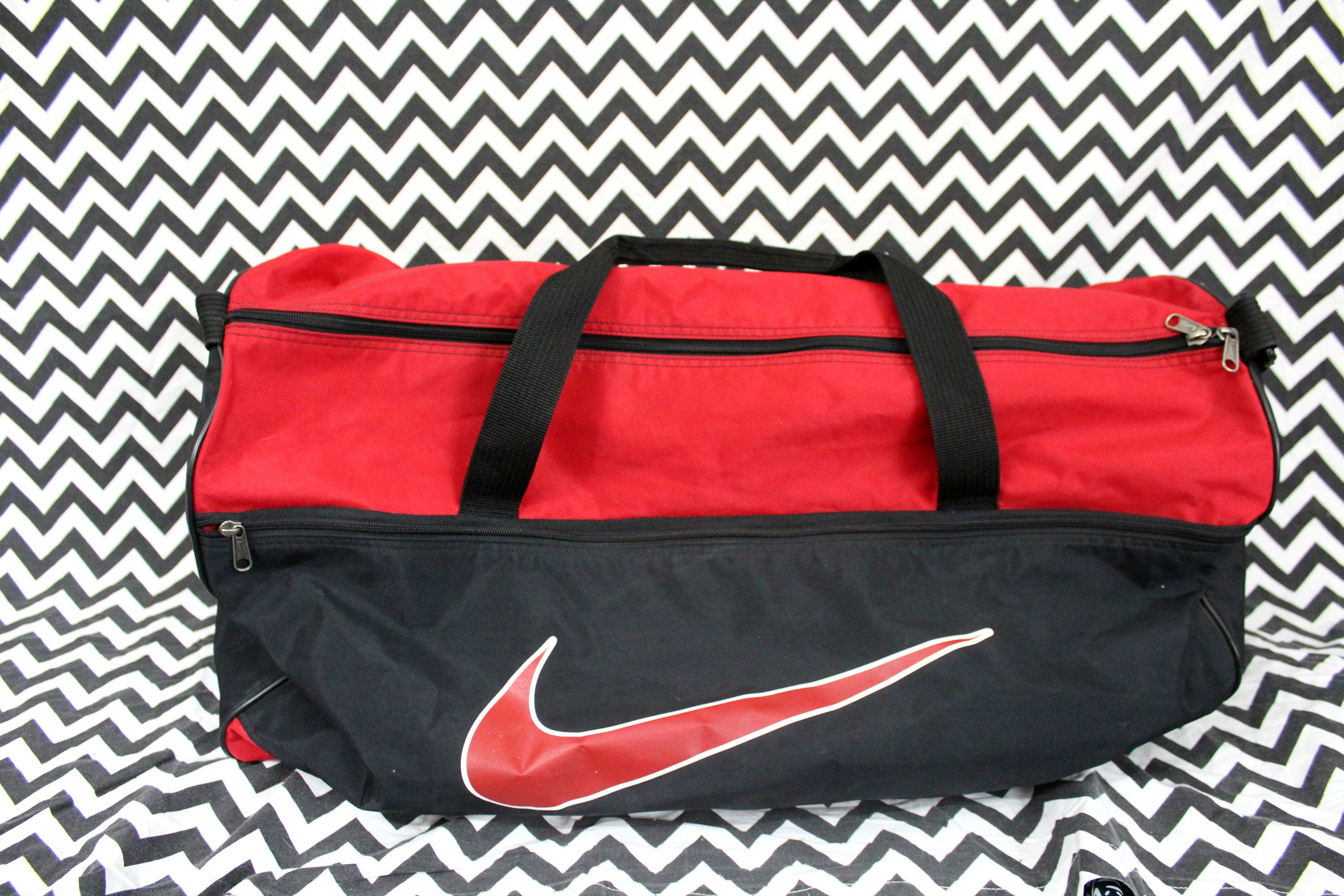 Vintage Nike Duffel Bag. 90s Hip Hop Overnight Duffel Bag. Retro 80s or 90s  Carry On Bag. Old School Nike Red And Black Logo Duffel Bag. 71feec84f5f3d