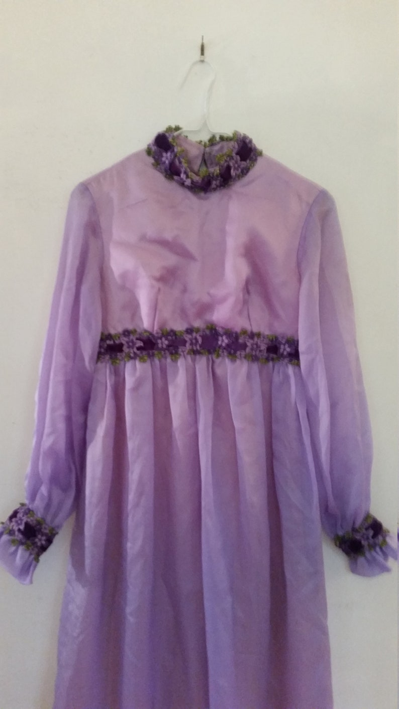 1970/'s Maxi Dress Lavender Purple Chiffon Prom Dress With Floral Lace And Velvet Ribbon Empire Waist Vintage Bridesmaid Gown Size Small