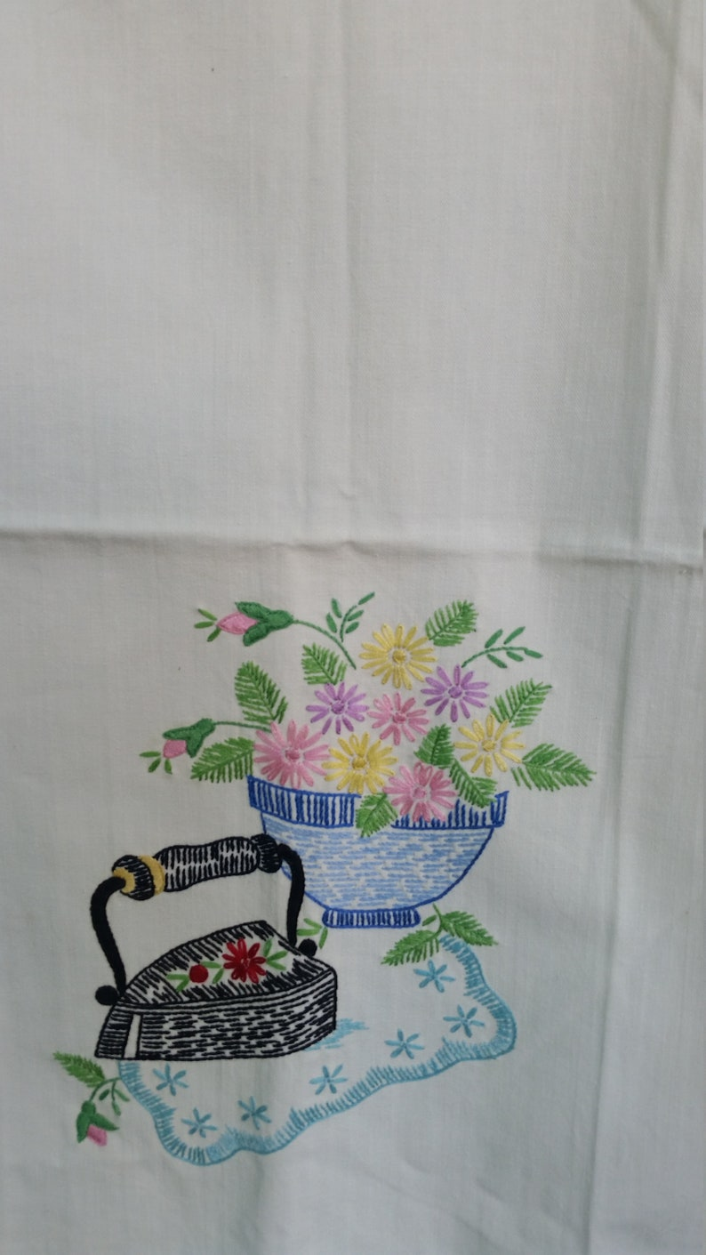 Vintage Towels Set of 2 Hand Embroidered Cotton Kitchen Tea Towels Hand Towels 18x24 Farmhouse Country Design Rustic Farmhouse Decor