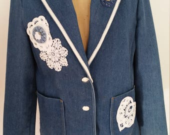 1980's Denim Jacket Boho Wearable Art Heart/Lace Design Blue Jean Blazer 3 Rose Button Patch Pockets Size M 100% Cotton Made By Russ Togs