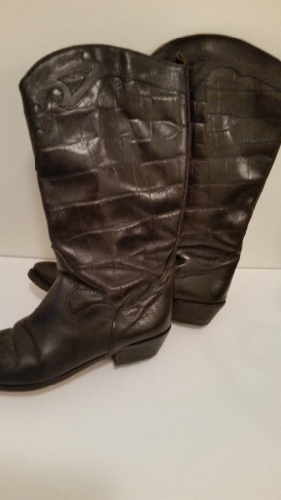 80/'s Boots Black Leather Cowboy Boots  Boho Cow Girl Alligator Embossed Uppers Embroidered Pointy Toes New Leather Soles and Heels Size 7
