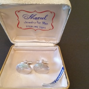 Vintage Jeweler/'s Ring Box 1970/'s White Plastic Ring Presentation Box Spring Close Oyster Velvet Lining Max Davis Jewelers 1 12x2x1 12