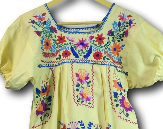 Vintage mexican embroidered dress for ladies