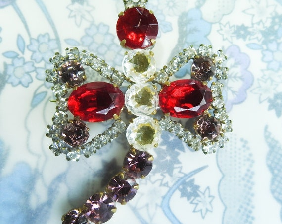 Bee brooch with shiny Czech glass