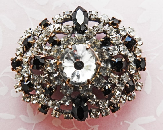 Vintage brooch pin for women