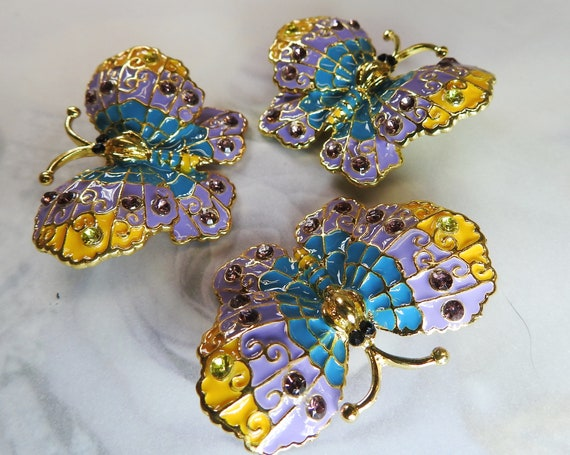 Extra large purple butterfly buttons