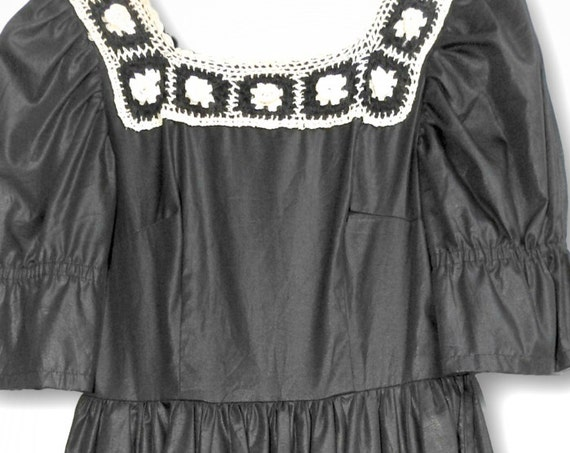 POCKET PARTY DRESS black and white and crocheted.