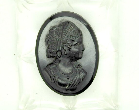 Victorian lady antique black cameo brooch
