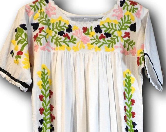 Elegant long embroidered dress with flowers Women's women's bohemian boho sale  white maxi