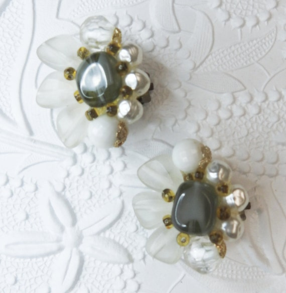 Clip on vintage earrings with cluster pearl