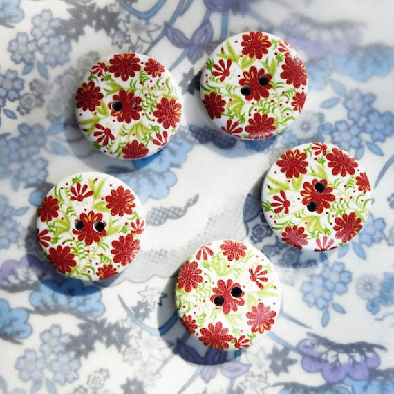Wood buttons with flowers
