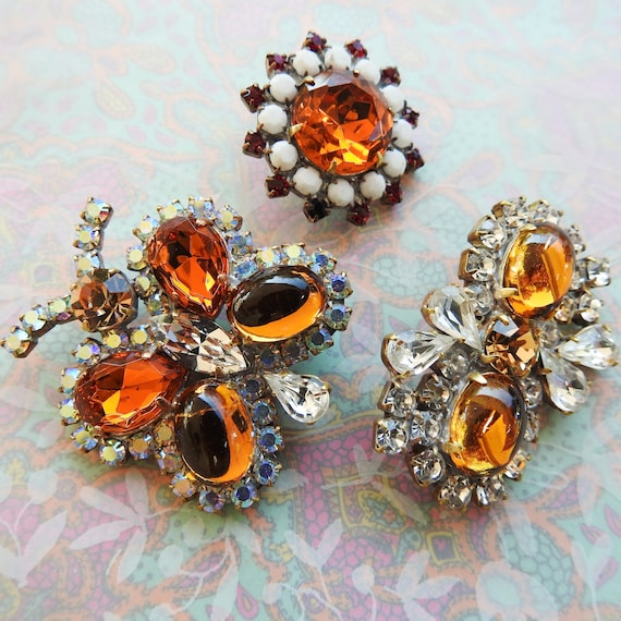 Beautiful decorative glass buttons for costume jewelry making and fashion - Lot of 3 buttons