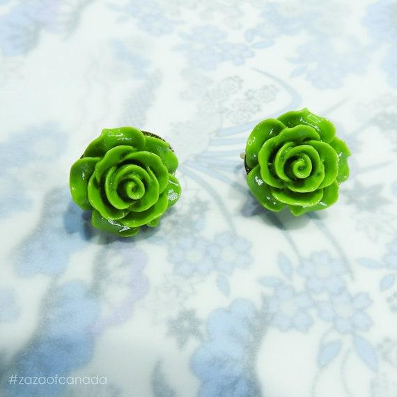 Vintage style flower earrings