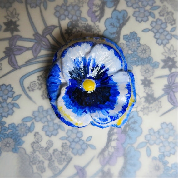 Hand-painted flower button embellishment for garden table decor and floral arrangement, large decorative buttons for crafts 50 mm