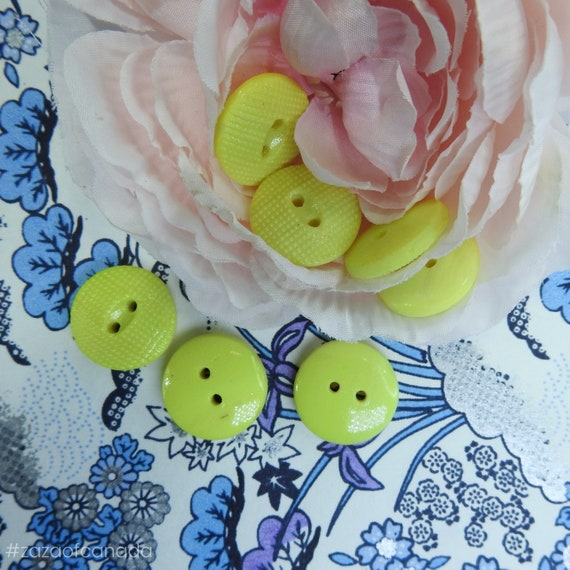 Sunny yellow vintage buttons