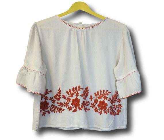 Hand embroidered top with brown Mexican embroidery.
