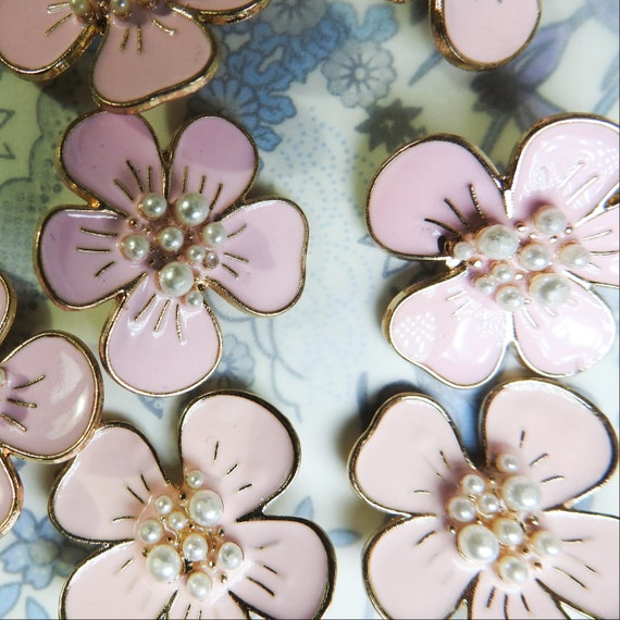 Pink flower shaped buttons