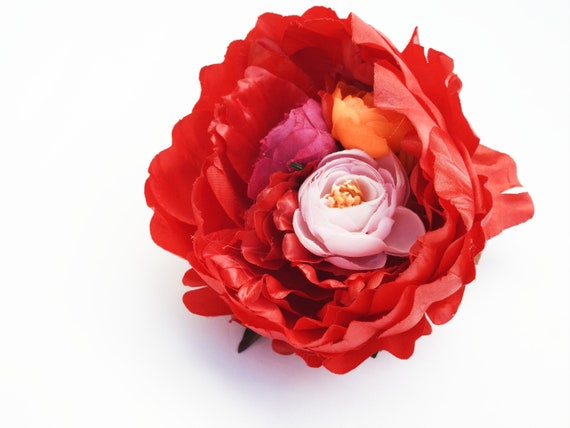 Red flower brooch pin with an extra large peony