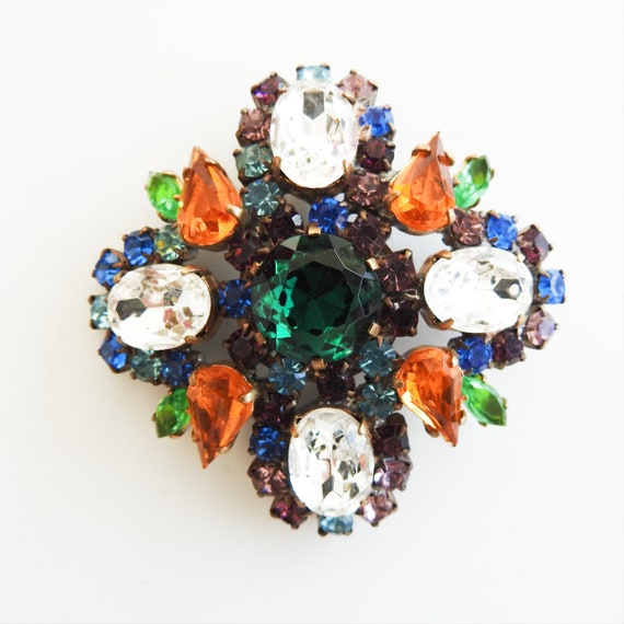 Vintage statement brooch for woman