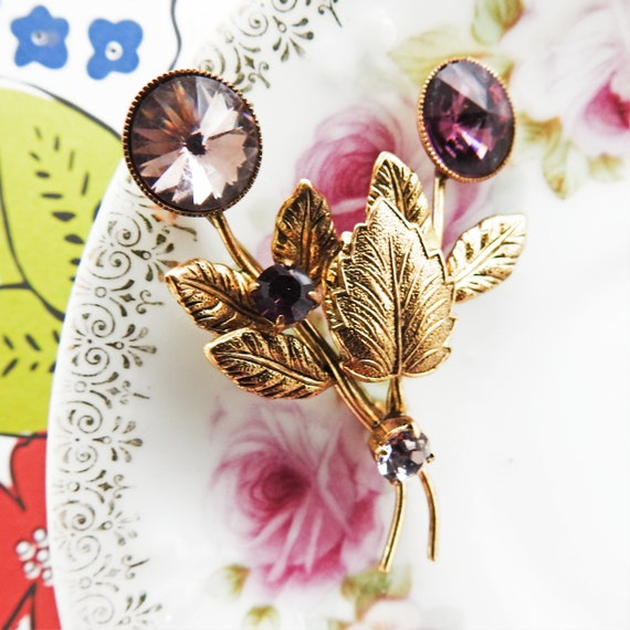 Small flower pin brooch