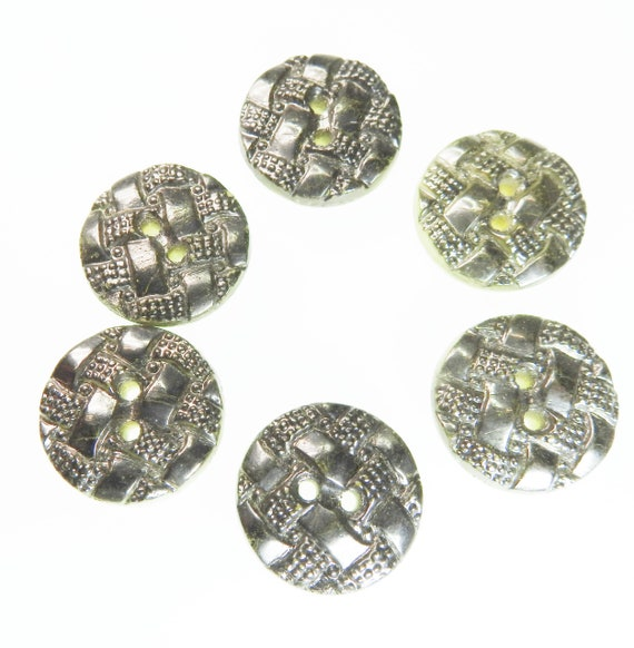 Set of 6 vintage buttons