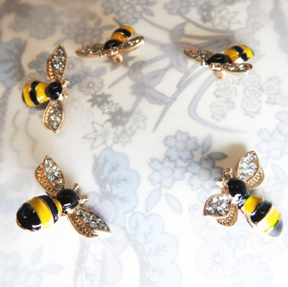 Bee buttons for crafts