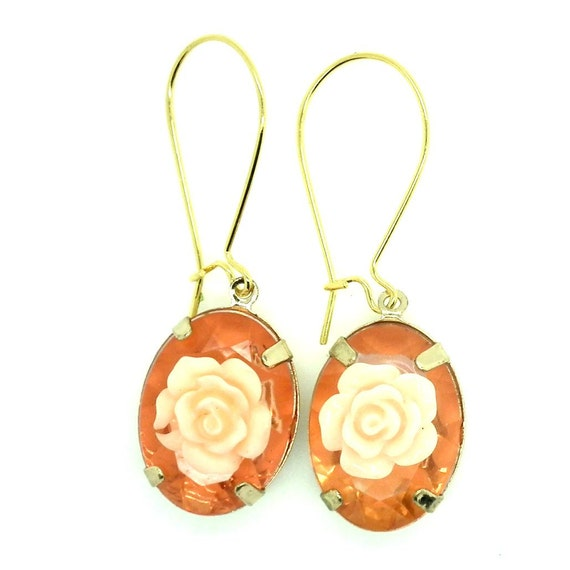 Cute dangle flower earrings with white flowers