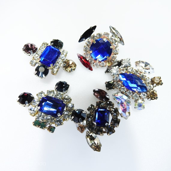 Fancy glass buttons for jewelry making
