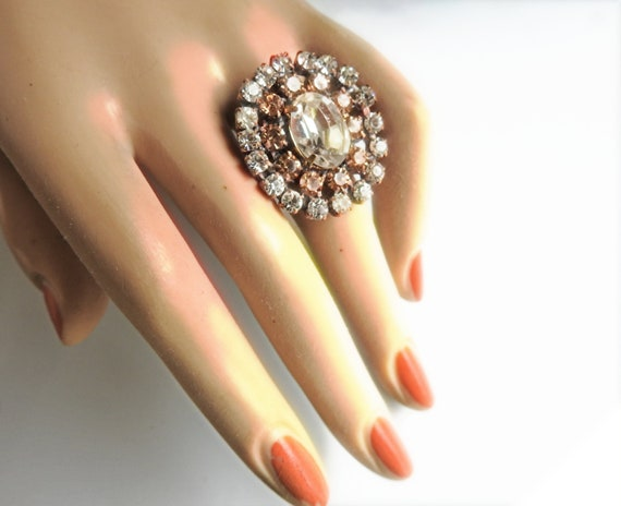Vintage style rings for women , oval, white and champagne color.