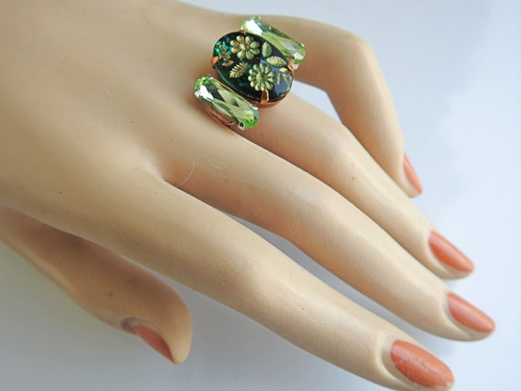 Moss green vintage style ring