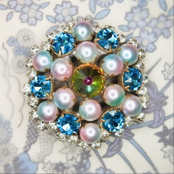 Blue pearl brooch for making broach bouquet or wear as a beautiful and unique sparkle and light bluish-lilac pearlescent jewelry accessory
