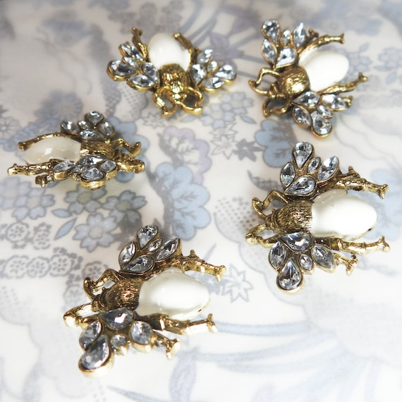 Bee crystal snap buttons for jewelry, embellished jacket and vest. Bee insect shaped buttons for making jewelry and bracelet. Lot of 5