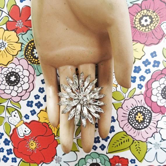 Vintage flower brooch pin for women