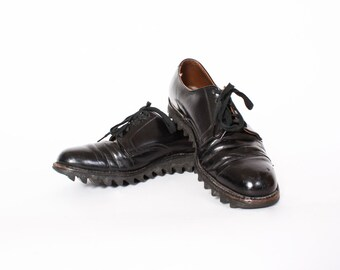 Vintage 60s Ripple Sole Oxfords / 1960s Men's Black Leather Hanover Shoes 8 1/2
