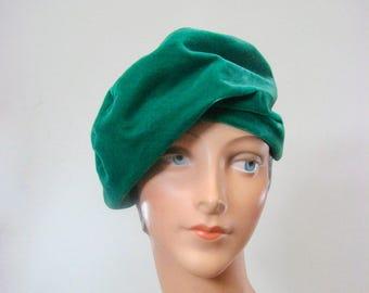 1930s Hattie Carnegie/I. Magnin Green Velvet Slouch Beret.  size SMALL/MEDIUM