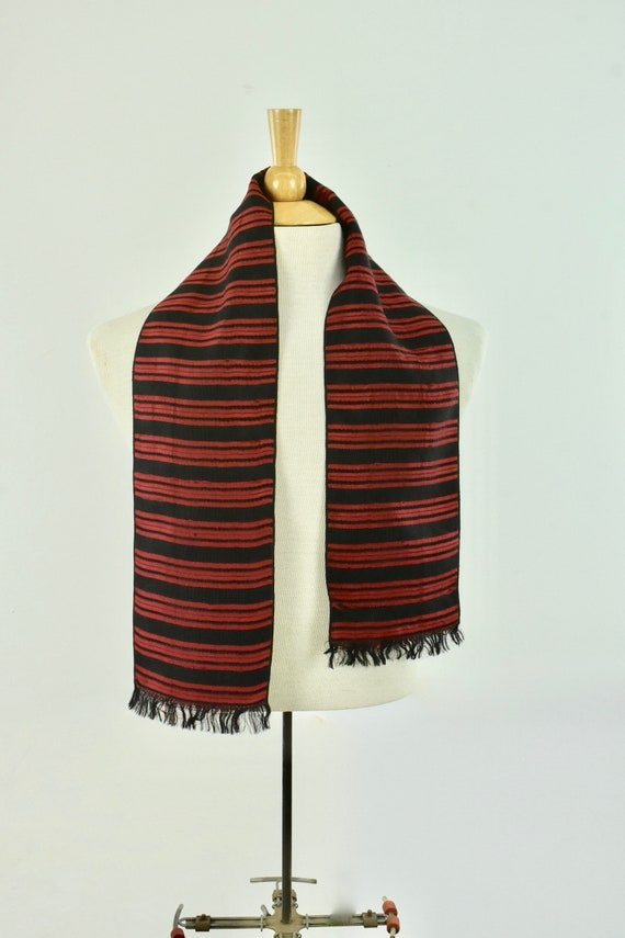 1930/40s Men's Woven Silk  Coat Scarf in Red & Bl… - image 4